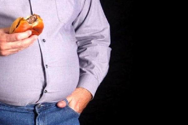 تغذیه بیمار توسط متخصص بررسی می شود:
