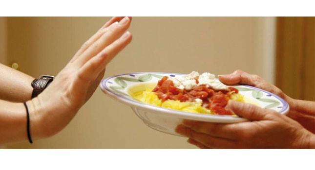 دلایل اصلی برگشت غذا به معده و احساس دل درد در بیماران بعد از اسلیو معده چیست؟