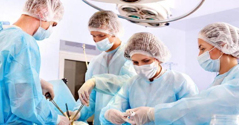 در طی جراحی بای پس معده، 2 مرحله وجود دارد: