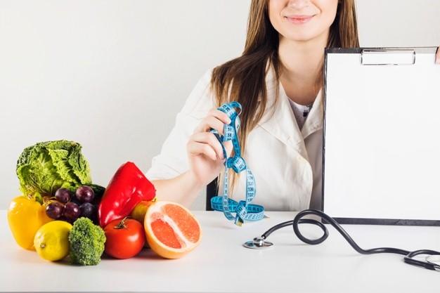 پیروی ۶ ماه از رژیم غذایی زیر نظر پزشک تغذیه