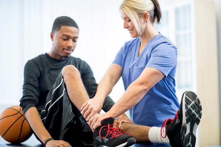 ویزیت پزشک ورزشی، تغذیه و روان شناس