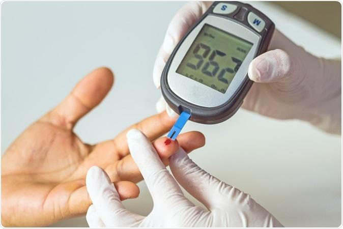 علاوه بر این ها بررسی سطح قند خون و تزریق انسولین، بر اهمیت موارد زیر تأکید می کند: