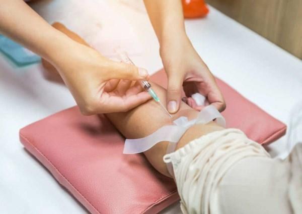 آزمایش خون چه چیز هایی را مشخص می کند؟