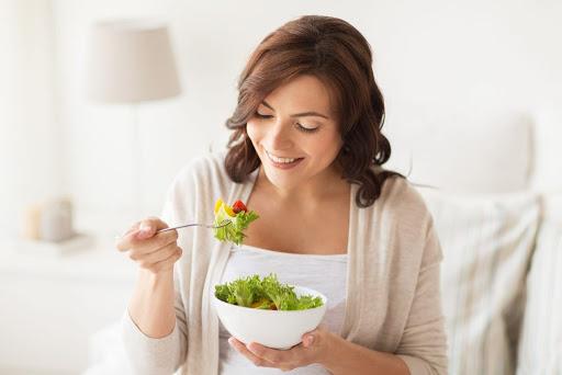 بهتر است که استفاده از برخی مواد غذایی را تا مدتی فراموش کند. این مواد غذایی شامل موارد زیر میشوند.