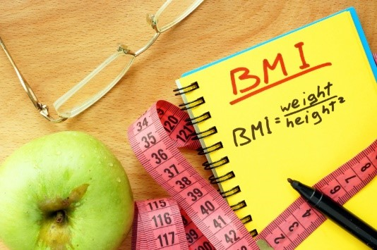 در صورتی که خانمی قصد اقدام برای بارداری داشته باشد و شاخص توده ی بدنی وی نشان دهنده ی اضافه وزن و چاقی باشد وی می بایست چه کند؟