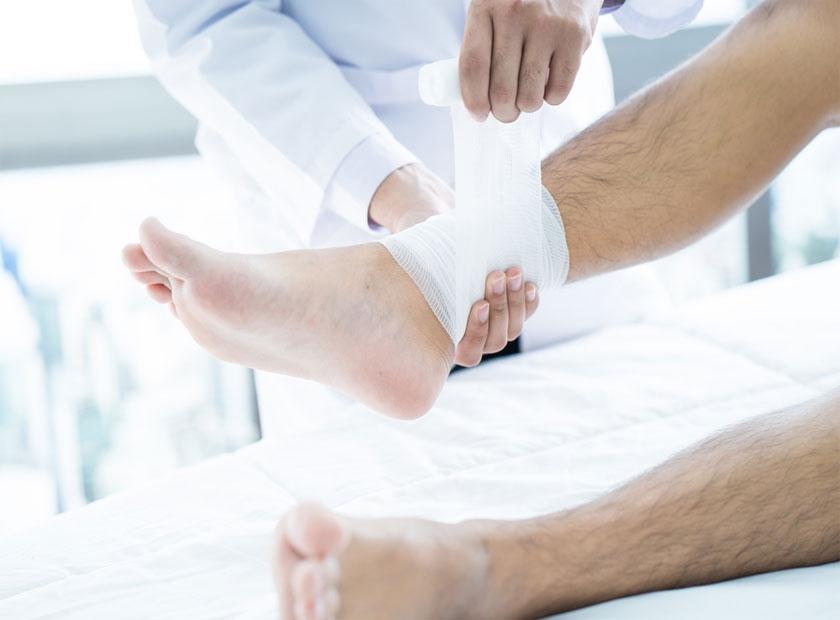 نحوه پانسمان زخم پای دیابتی به چه صورت است؟