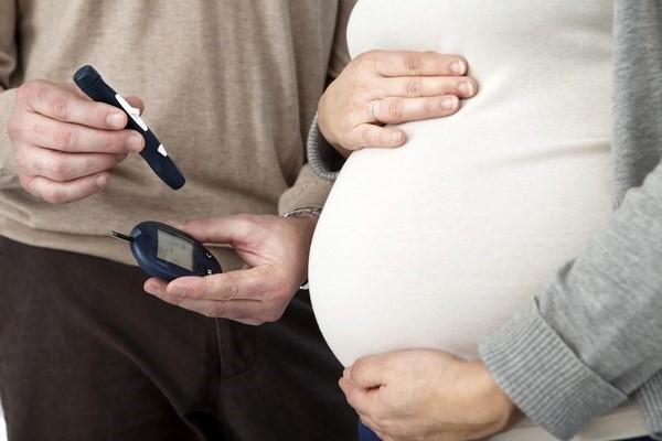 بیماری دیابت بارداری می تواند تأثیرات بسیار منفی در رشد طبیعی جنین نیز داشته باشد